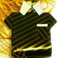 Упаковка для подарка в виде мужской рубашки